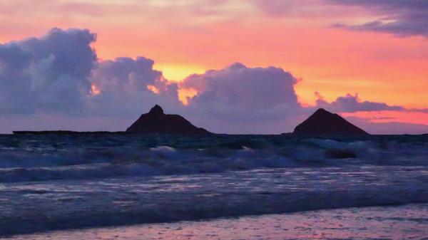 Sacred Islets Moku Nui - (left) Moku Iki (right)
