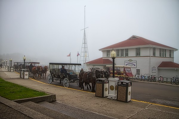 horse drawn, carriages, waiting, passengers