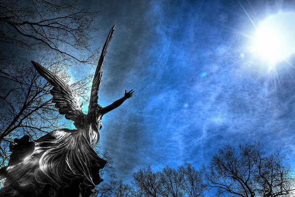 angels in cemeteries, angelic photographs, pictures of angels, photographs of angels in the sky,