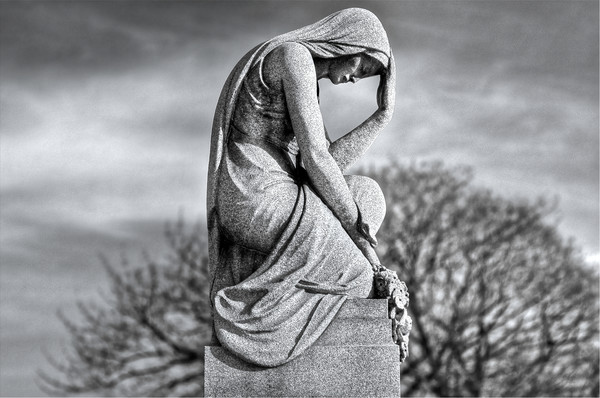 cemetery stature of angels, arch angels in cemeteries, grave stones in cemeteries,