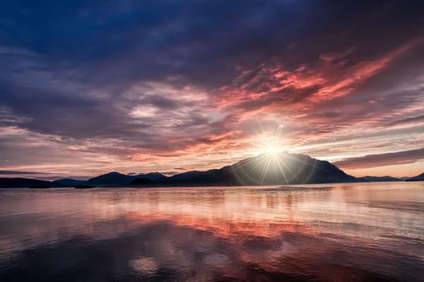 photographs of the Alaskan wilderness, art photographs of Alaska, water and ocean photographs with reflections,