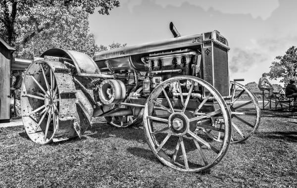 Huber Gas Farm Tractor Vintage Restored  Black & White fleblanc