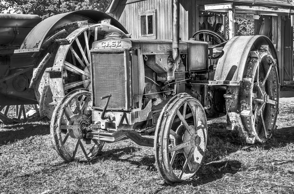 Vintage JL Case Restored Gas Farm Tractor Black & White fleblanc