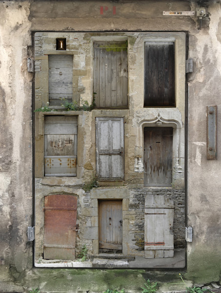 nine doors from Vezelay on one from Brest