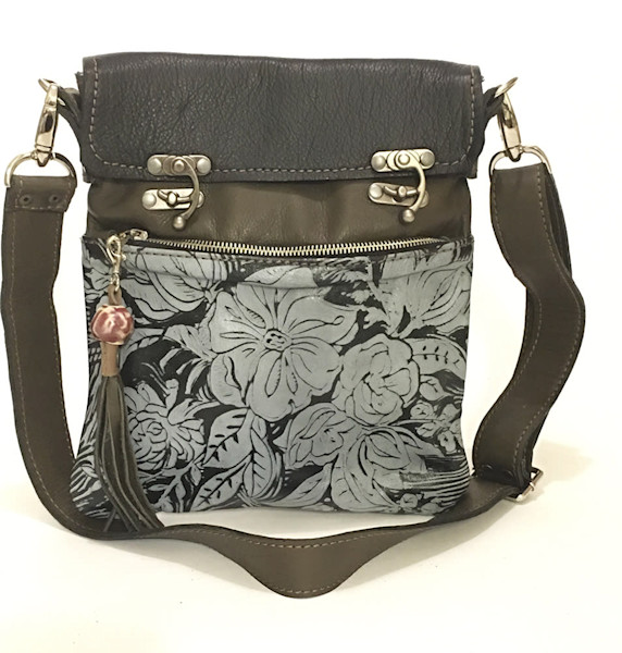 excursion medium cross body bag in peony print