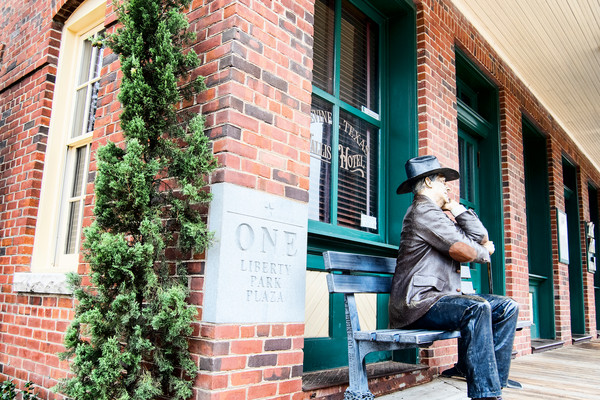 Main Street Grapevine, Statue of Thinking Man on Bench