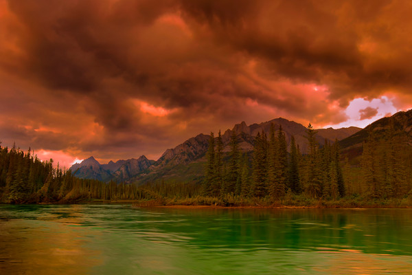 Bow River & the Sawtooth range in Banff National Park. Canadian Rockies | Rocky Mountains | Gita Photos |