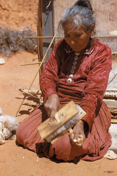 Woman Puling Wool (UCB088)