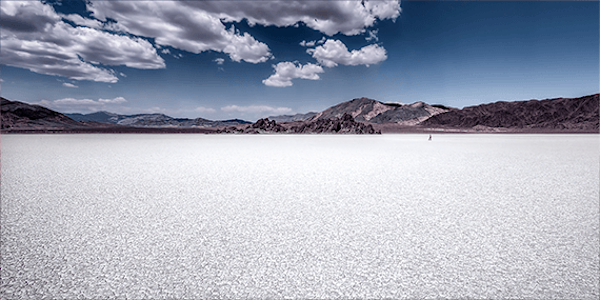 Walking on death valley | Koop exclusieve kunstfoto print online | A-Galleria