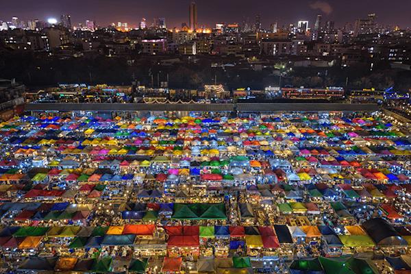 Market Maze | Gelimiteerd kunst print - Peter Stewart