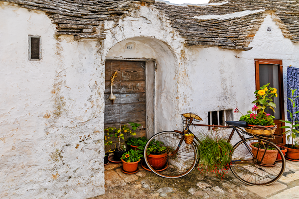 whitewashed stone huts,  conical roofs,  City of Bari, Apulia, Heel of the boot, Southern Italy, Puglia