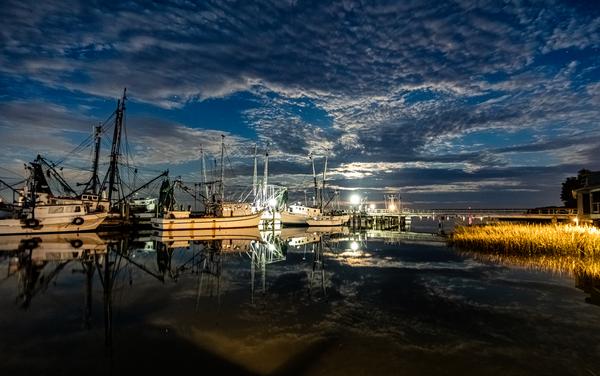 full_moon_at_the_docks