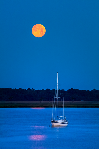 sailing_under_the_moon