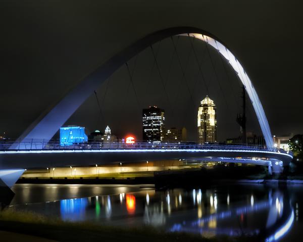 Des Moines At Night Women Of Achievement Bridge Photography Art | Happy Hogtor Photography
