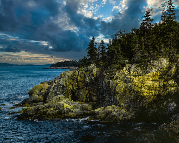 Hunters Head Point of Acadia National Park in Maine