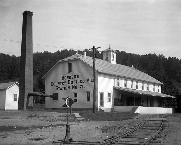 Borden's Country Bottled Milk Station