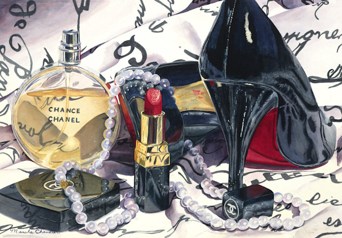 Black patent leather high heels, Chanel No. 5, bright red lipstick and pearls hint at a wonderful evening ahead.