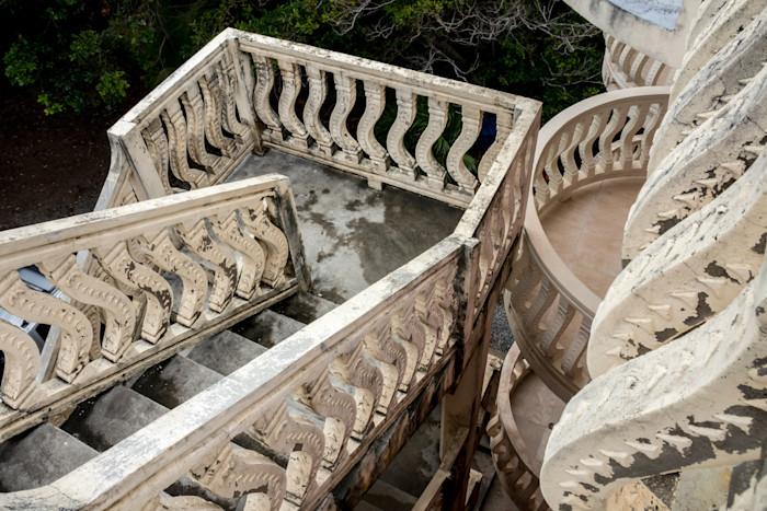 Standard-store-club-n-bay-stairs_nlgpqn