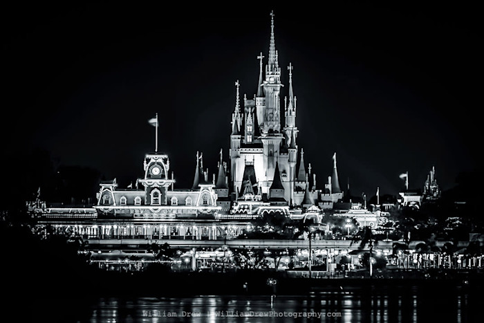 Magic_kingdom_halloween-1_baw_sm_xlisgj
