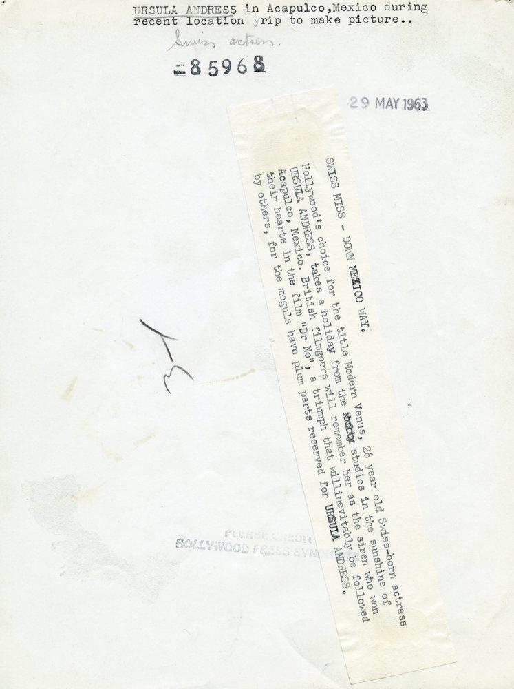 Ursula-Andress-7x9-Back-hnjq2b