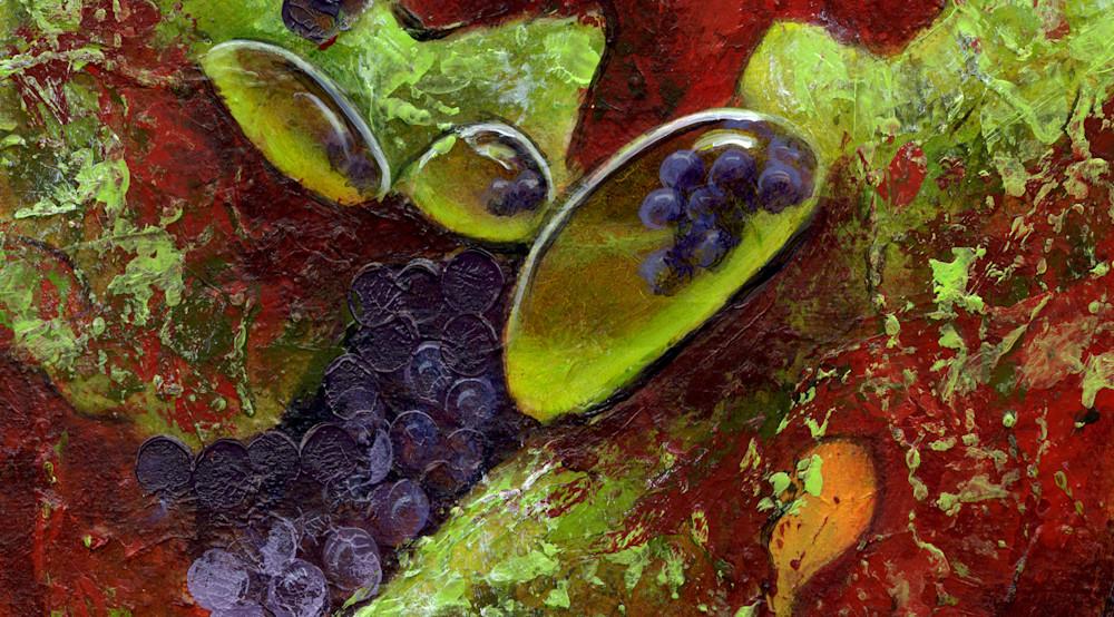 Wine-is-Sunlight-closeup-s4zaot
