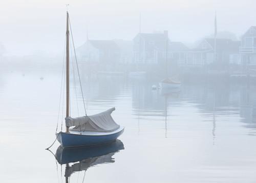 Foggy dawn nantucket harbor boats web xqoaij
