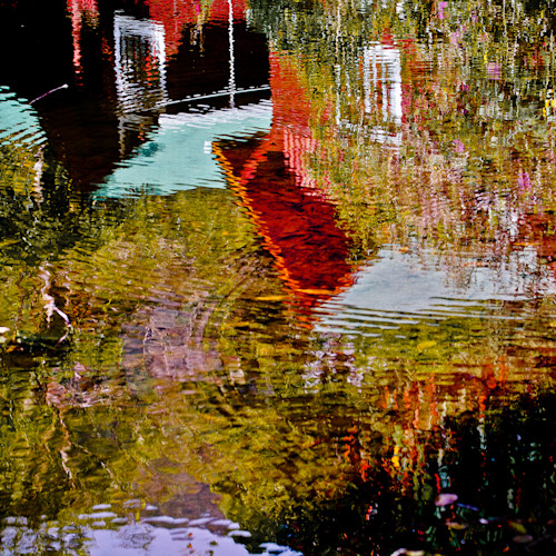 Reflection of house on water cieu5r