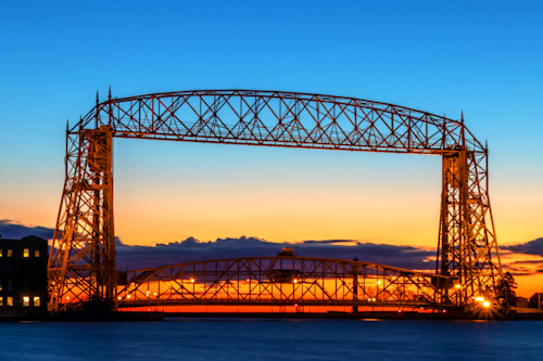 Duluth_lift_bridge_dawn_l6siiy