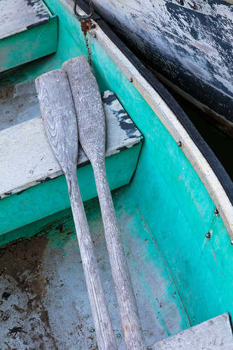 Chatham_fish_pier_rowboat_and_oars_ha5z5z