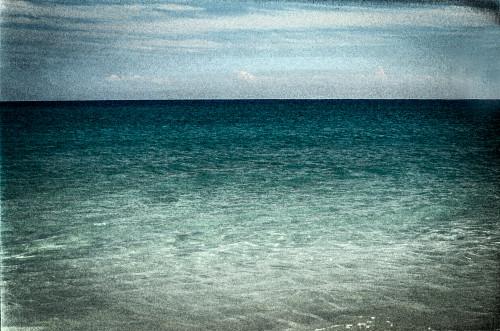Yucatan_water_sky_horizontal-dark_mmaqby