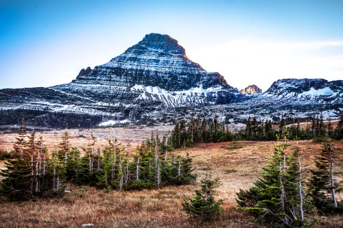 Montana_mountains_trees_snowpeaks_sunset_nationalpark_horizontal_wp9ycz
