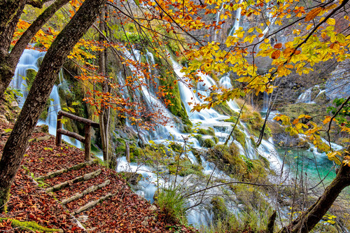 Fall_in_plitvcka_jezera_croatia_q8ap04