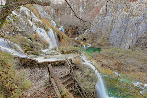 Plitvice_national_park_and_waterfalls_croatia_tleu0e