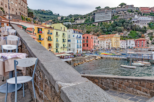 Down_by_fishing_village_of_sorrento_amalfi_coast_italy_zjerjs