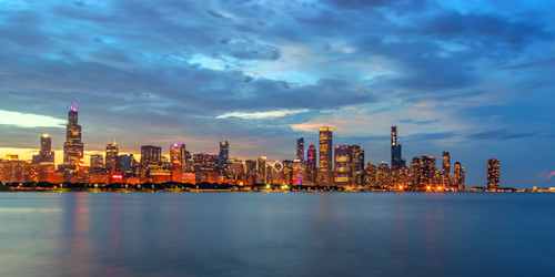 Chicago skyline at dusk on independence day c3xfn4