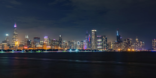 Chicago_skyline_at_night_on_independence_day_aodzpb
