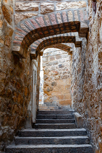 Old_jerusalem_and_stairs_arches_israel_lvvok7