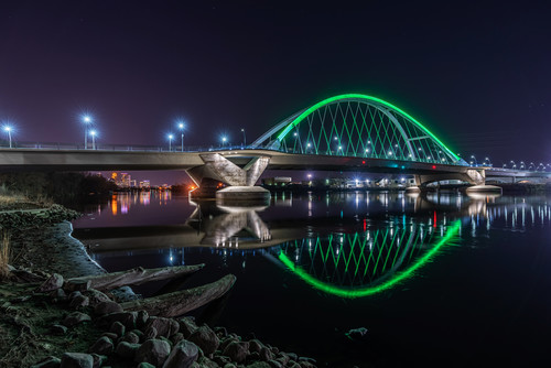 Green lowry bridge on earth day in minneapolis v3vkaz