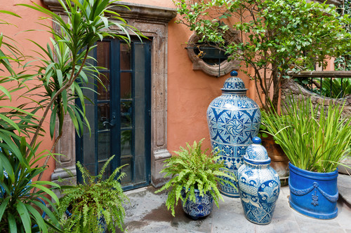 Blue pots and planters san miguel de allende mexico bm5gpj