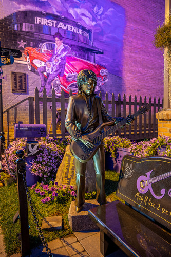 Prince statue and mural mxzcqg
