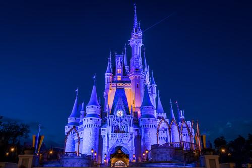 Cinderellas castle at dusk mejqp0