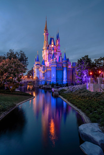 The evening glow of cinderella s castle ggg4lg