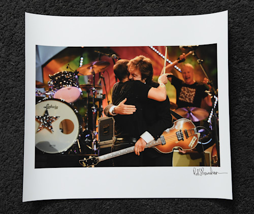 Ringo paul hugging  1 18x16 art paper a7t1vz