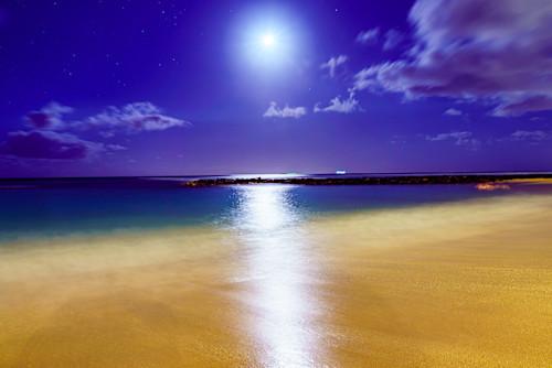 Waikiki beach beach night two wrzkhz
