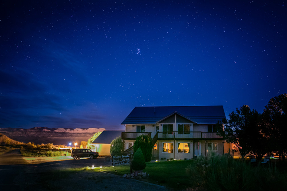 Bryce Trails Bed & Breakfast under the bright Stars in backyard of the world famous Bryce Canyon National Park.