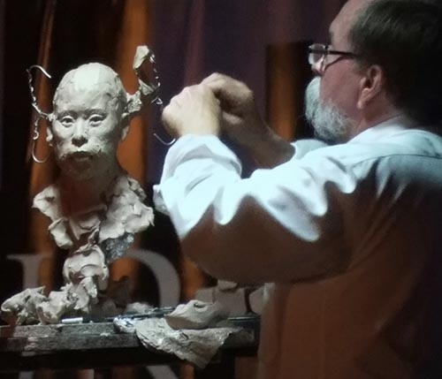 John Coleman giving a sculpture demo at the FACE convention in Miami.