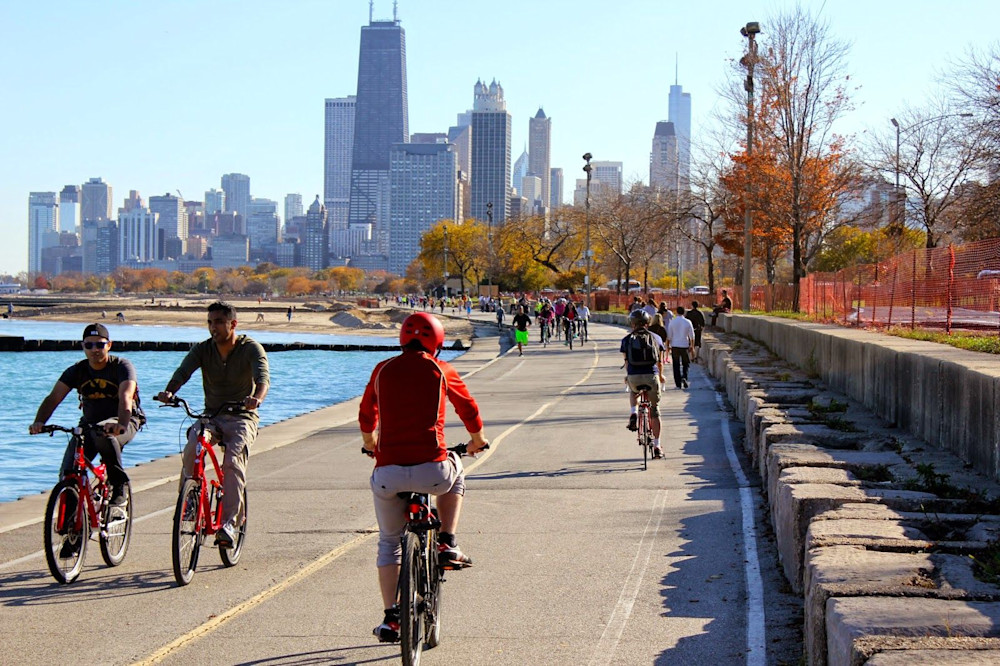 Cycling along Lake Shore Drive, Chicago