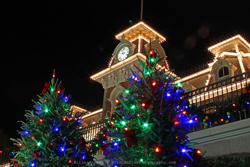 Magic Kingdom Train Station - Disney Christmas Photos | William Drew Photography