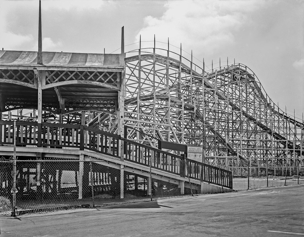 The old rollercoaster in San Diego before restoration