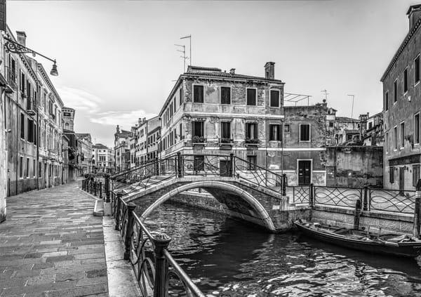 Campiello del Cristo - Venice - Italy B&W